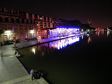Bassin de la Villette by night.JPG